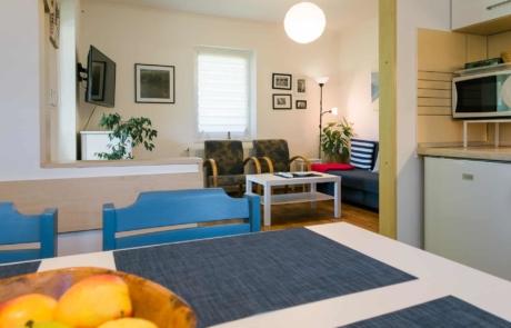 Balatoni családbarát apartmanok Keszthely - Toldi68 Apartmanház B apartman étkező-konyha-nappali.
