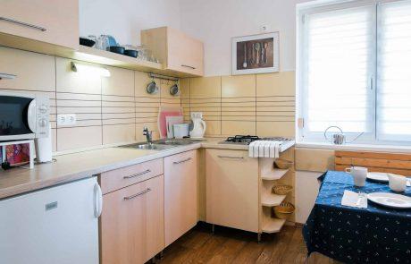 Keszthely - toldi68 apartmanház konyha étkezővel - B apartman.