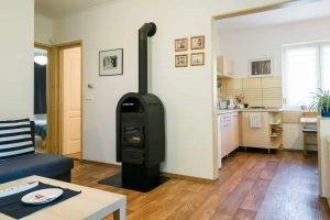 Keszthely - toldi68 apartmanház nappali és konyha étkezővel - B apartman.